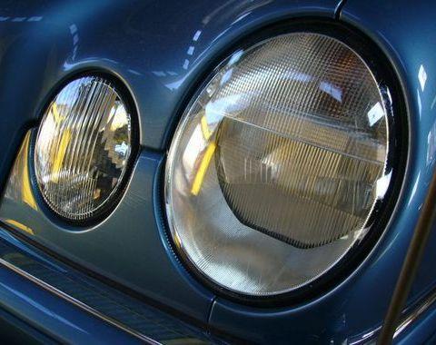 W210 Eクラス ヘッドライトレンズ交換 埼玉サムネイル